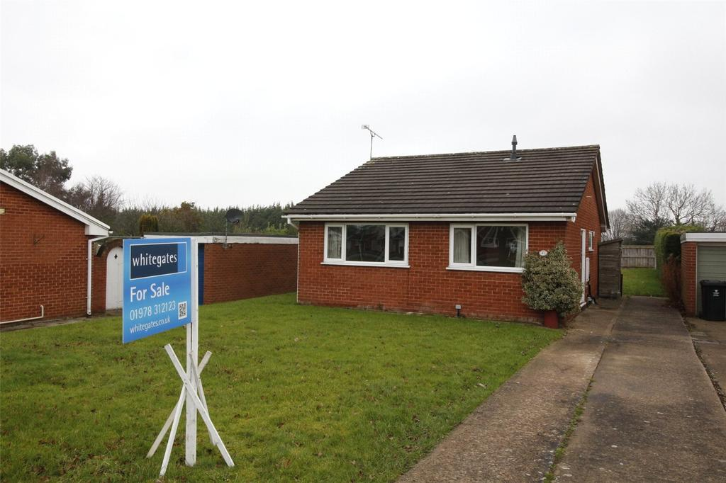 2 Bedrooms Detached Bungalow for sale in Mile Barn Road, Wrexham, LL13