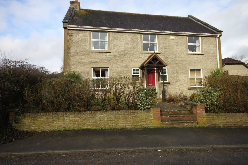 4 Bedrooms Detached House for sale in HOME CLOSE, FOVANT, WILTSHIRE