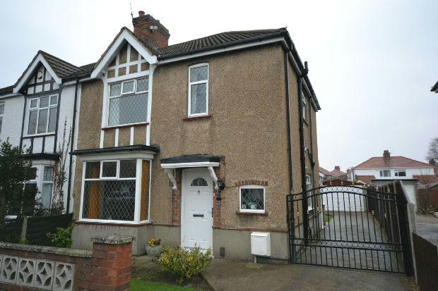 3 Bedrooms Semi Detached House for sale in St. Hildas Avenue, GRIMSBY