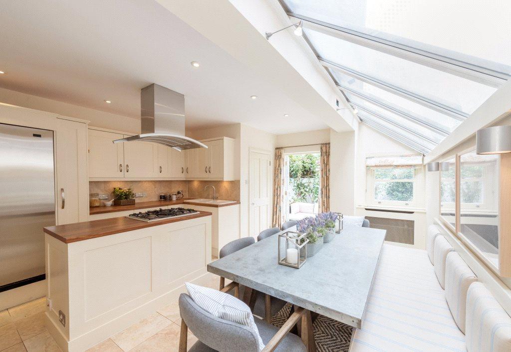 4 Bedrooms Terraced House for sale in Bronsart Road, London