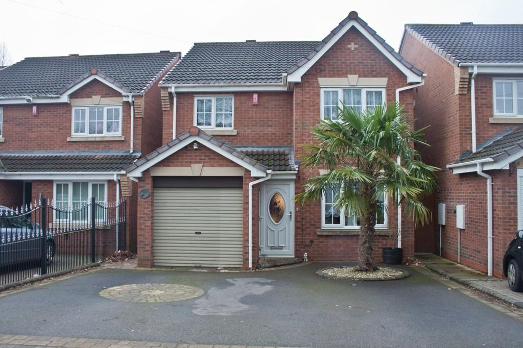 4 Bedrooms Detached House for sale in Burntwood Road, Norton Canes