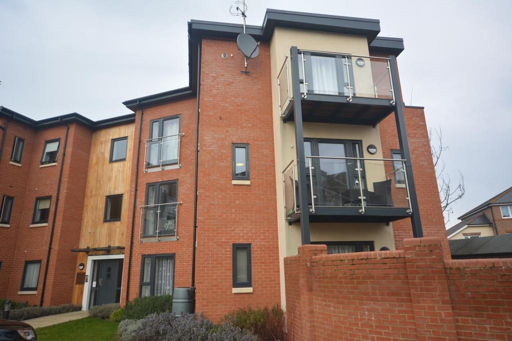 2 Bedrooms Apartment Flat for sale in French Court, Cedar Avenue, Chelmsford, Essex, CM1