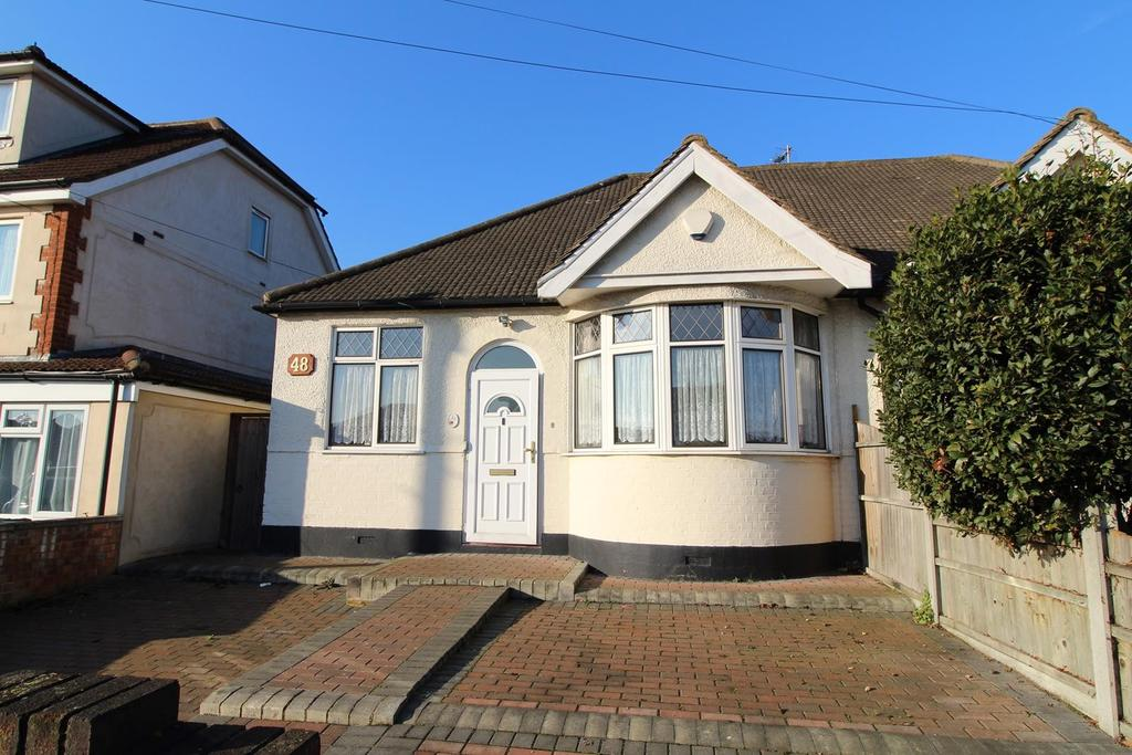 2 Bedrooms Semi Detached Bungalow for sale in Chelmsford Drive, Upminster, Essex, RM14