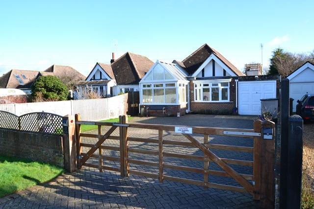 2 Bedrooms Detached Bungalow for sale in Ocean Drive, Ferring, West Sussex, BN12 5QJ