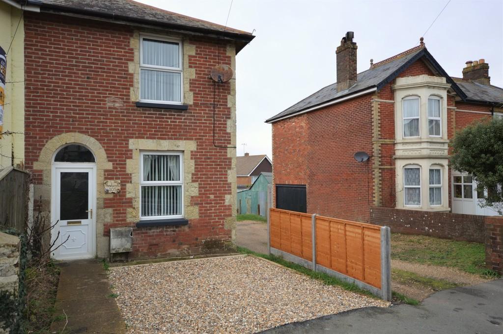 2 Bedrooms Semi Detached House for sale in Sandown Road, Lake