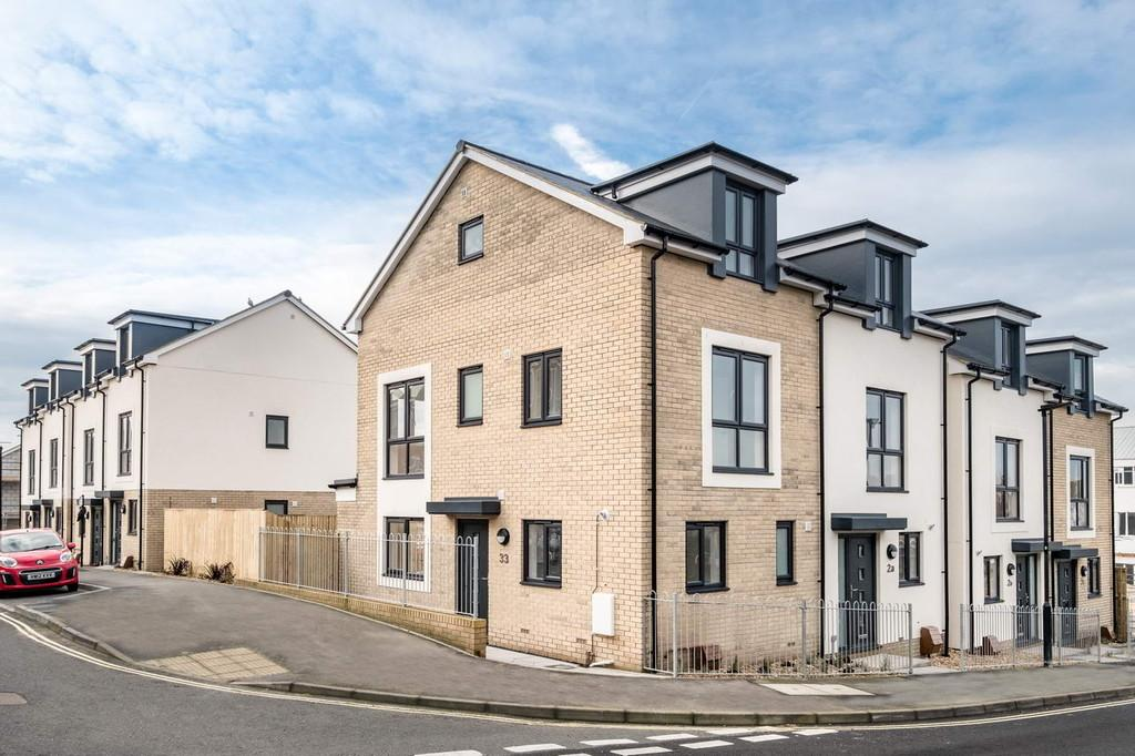 3 Bedrooms Town House for sale in Church Path, East Cowes