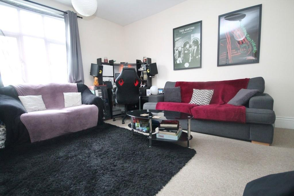 1 Bedroom Flat for sale in High Street, Worthing BN11 1AQ