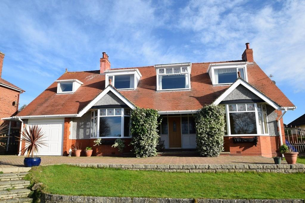 4 Bedrooms Detached House for sale in Overlea Crescent, Deganwy