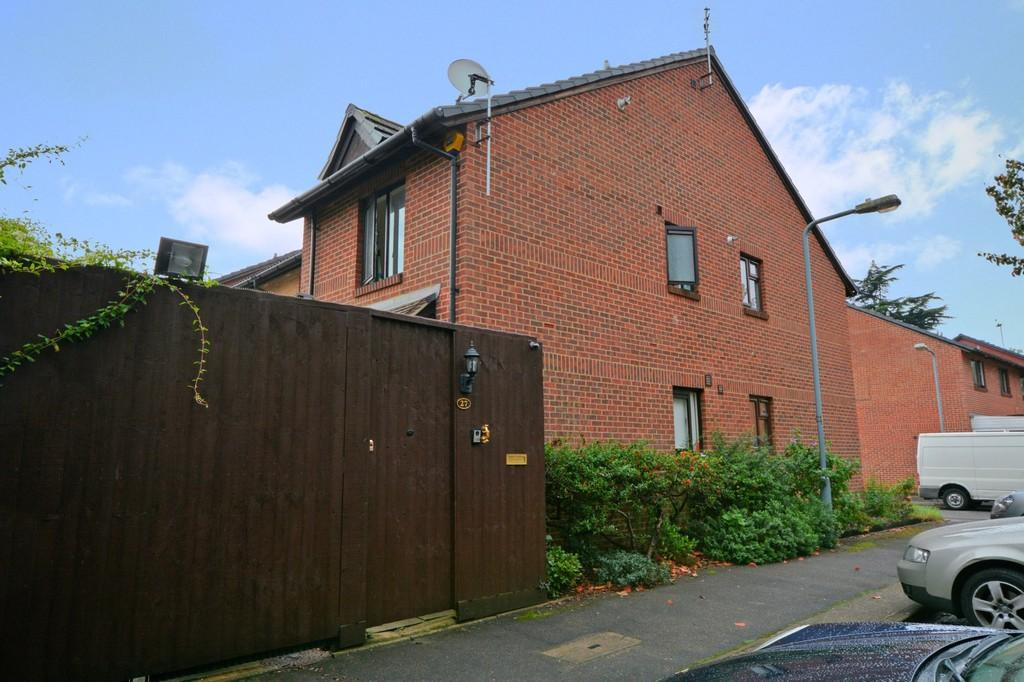 1 Bedroom End Of Terrace House for sale in Alders Close, Wanstead