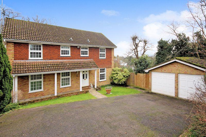 4 Bedrooms Detached House for sale in Addington Village