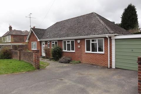 4 bedroom detached bungalow to rent - Kings Road, Cranleigh