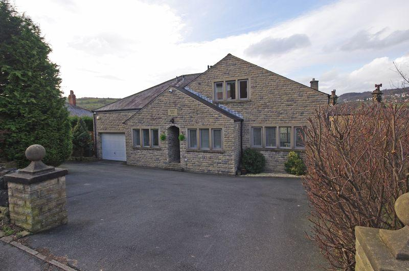 4 Bedrooms Detached House for sale in Bradley House, Long Heys, Greetland, HX4 8BJ