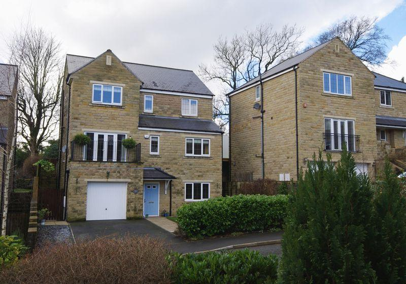 5 Bedrooms Detached House for sale in Rylands Park, Ripponden, HX6 4JH
