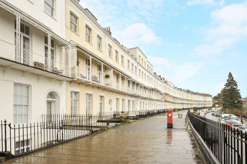 2 Bedrooms Apartment Flat for sale in Royal York Crescent, Clifton