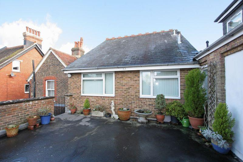 1 Bedroom Apartment Flat for sale in Bishop Croft, Henfield