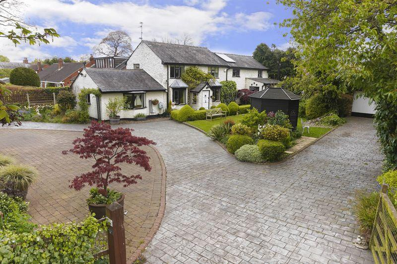3 Bedrooms Detached House for sale in Sandy Lane, Lymm