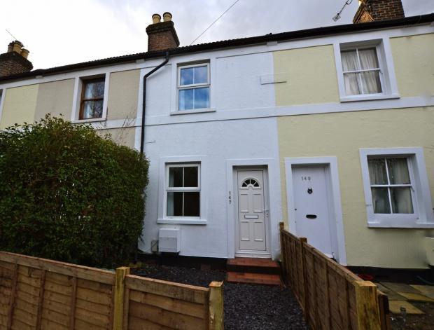 3 Bedrooms Terraced House for sale in Kingston Road, Leatherhead, KT22