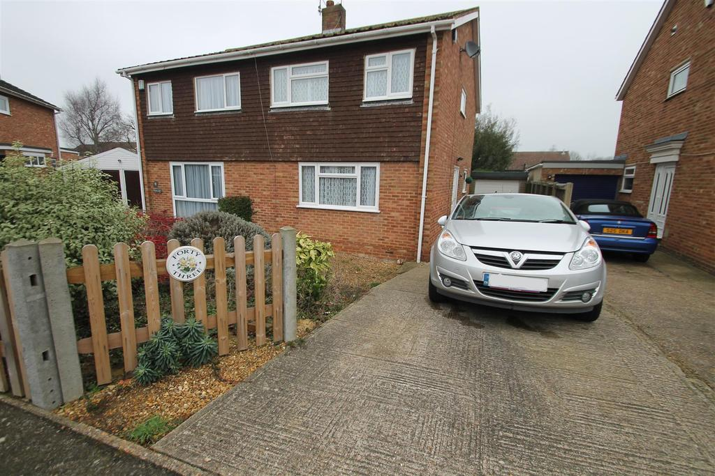 3 Bedrooms Semi Detached House for sale in Pembroke Road, Coxheath