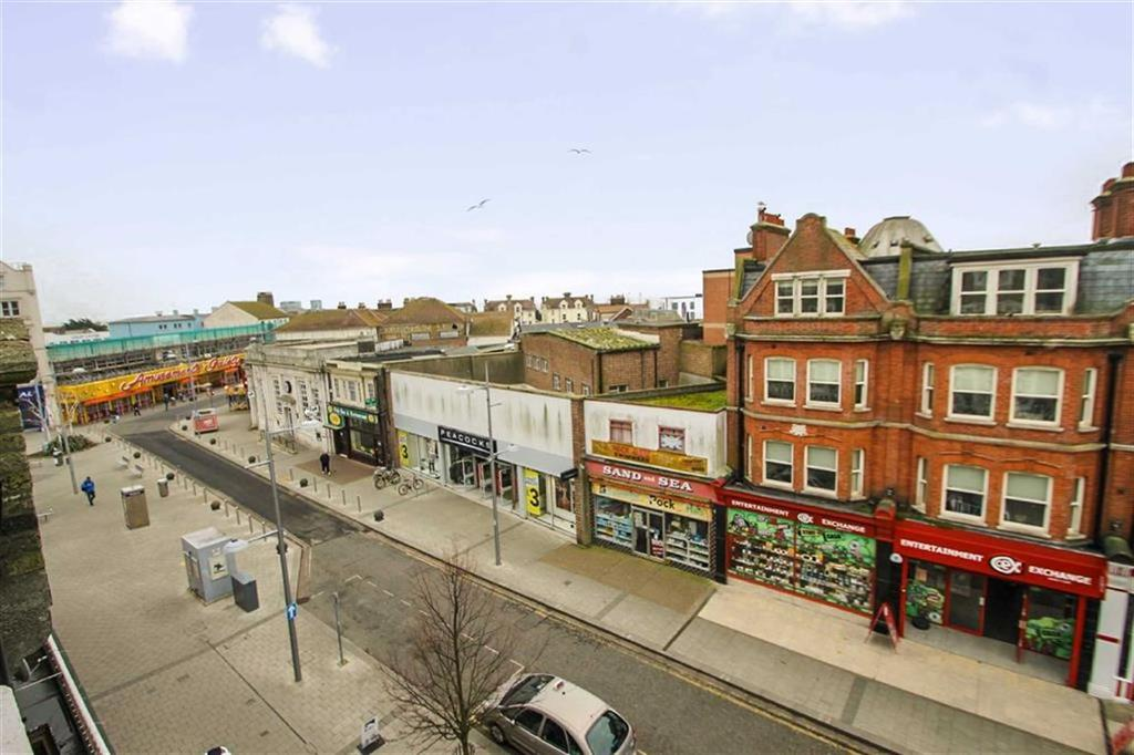 2 Bedrooms Flat for sale in West Avenue, Clacton-on-Sea