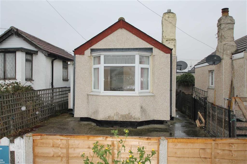 1 Bedroom Detached Bungalow for sale in Meadow Way, Jaywick