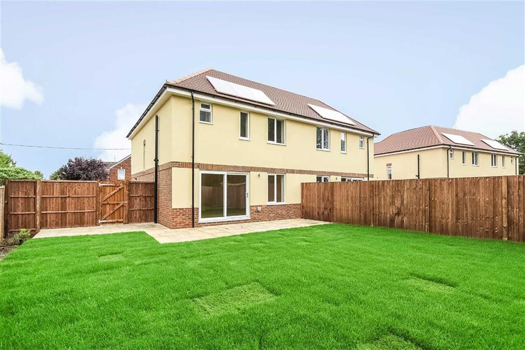 3 Bedrooms Semi Detached House for sale in Church Meadows, Poyle Road, Tongham, GU10