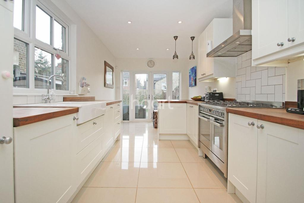 3 Bedrooms Terraced House for sale in Woodford Green ,IG8