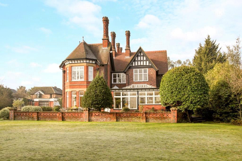 3 Bedrooms Flat for sale in The Friary, Old Windsor, Windsor, Berkshire, SL4