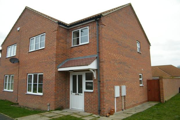 2 Bedrooms Semi Detached House for sale in Wells Close, Skegness, PE25