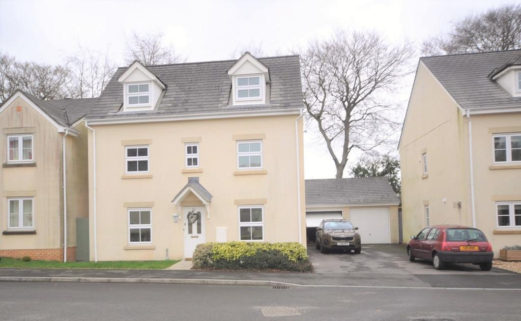 4 Bedrooms Detached House for sale in 12 Parc Starling, Johnstown, Carmarthenshire SA31 3HX