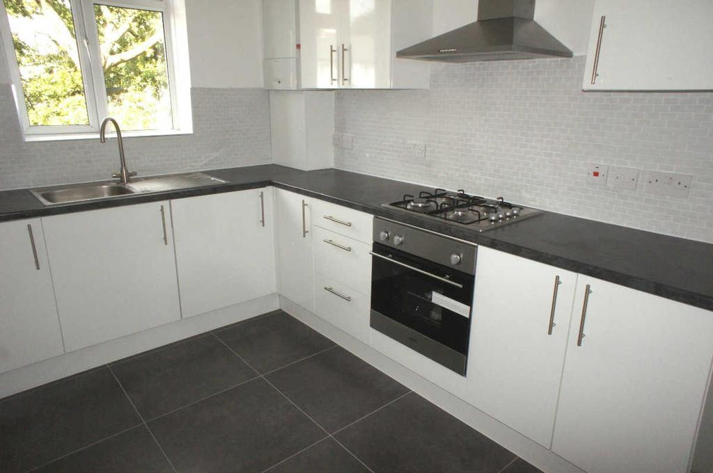 2 Bedrooms Flat for sale in Arica Road SE4