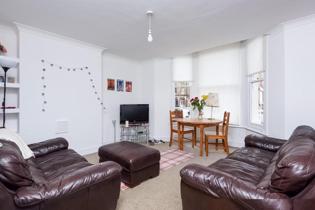 2 Bedrooms Flat for sale in Culverden Road, Balham, SW12