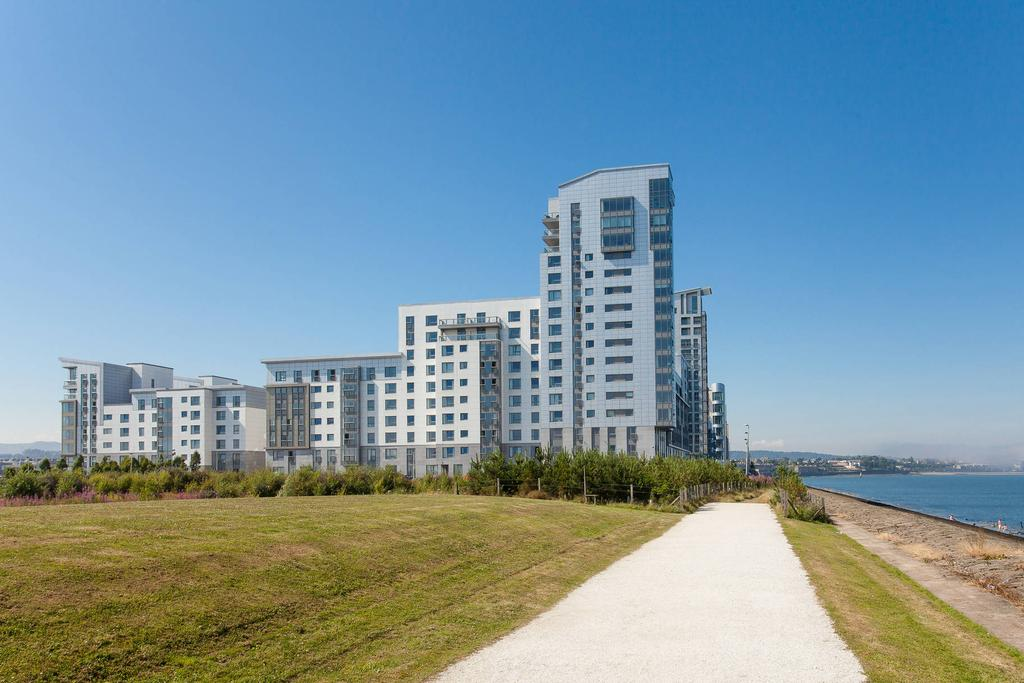 3 Bedrooms Flat for sale in 9/28 Western Harbour View, Newhaven, EH6 6PG