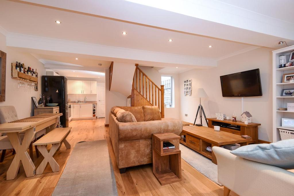 2 Bedrooms Mews House for sale in Hither Green Lane, Hither Green, SE13