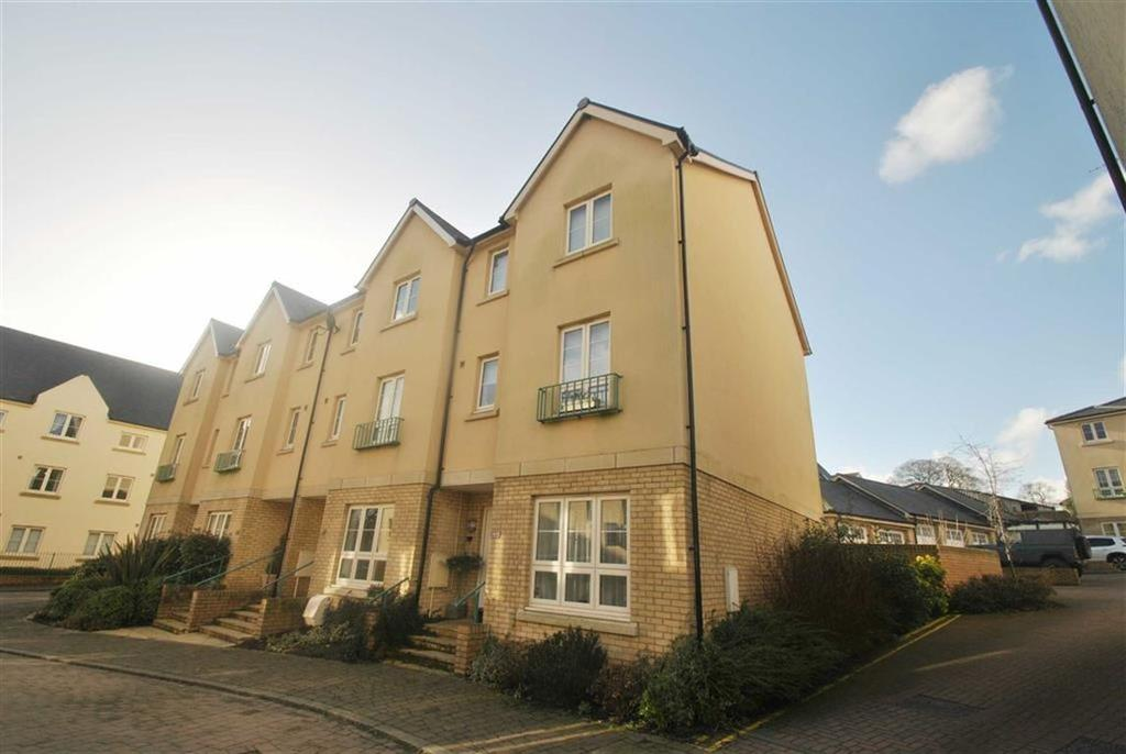 4 Bedrooms Semi Detached House for sale in Sir Bernard Lovell, Malmesbury