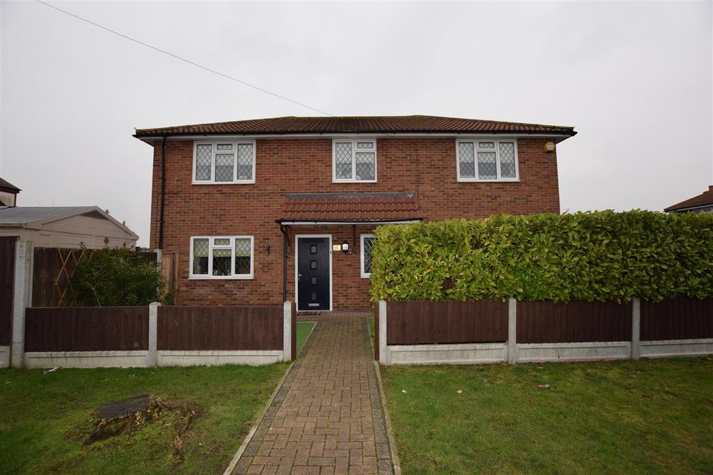 4 Bedrooms House for sale in Miramar Avenue, Canvey Island