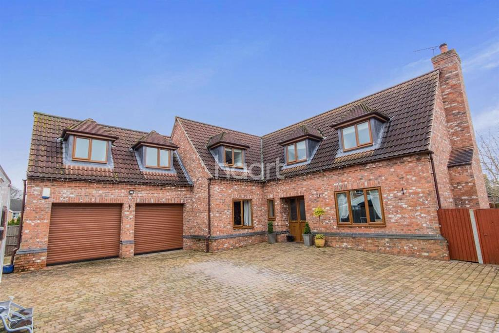 5 Bedrooms Detached House for sale in Blackthorn Court, South Hykeham, Lincoln, LN6