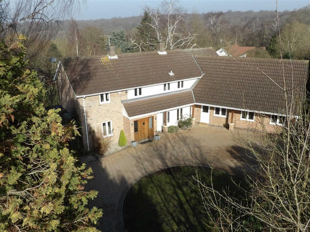 5 Bedrooms Detached House for sale in Colemans Lane, Danbury