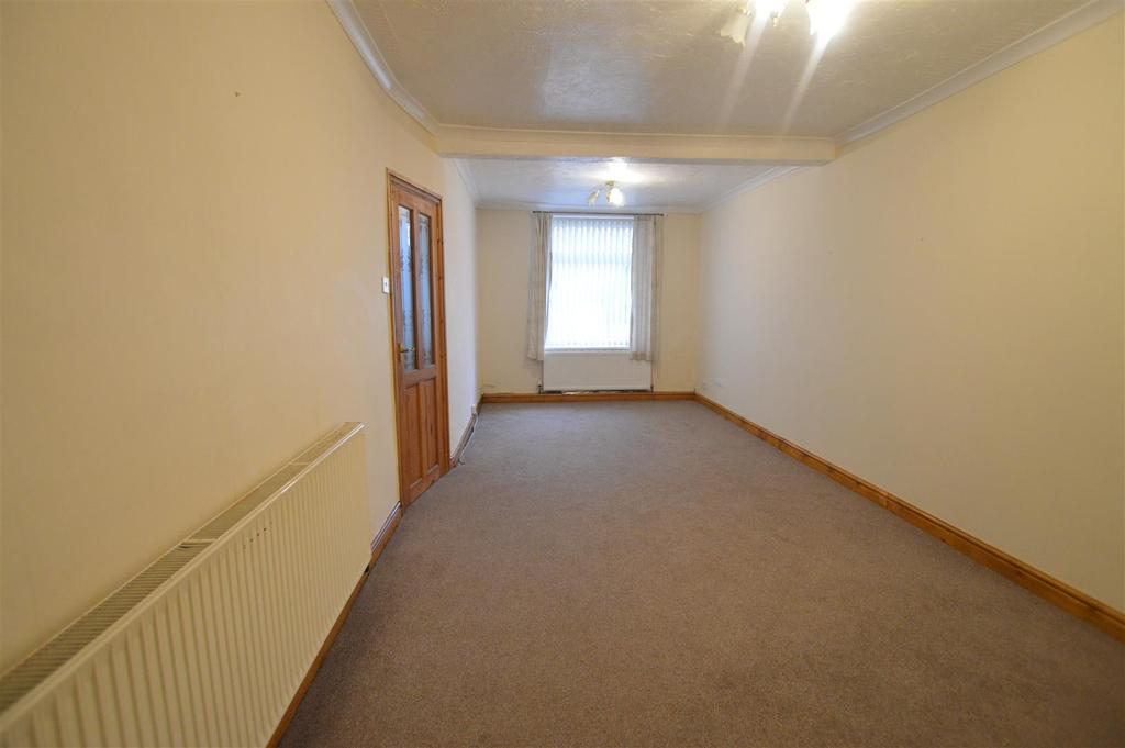 2 Bedrooms Semi Detached House for sale in Heol Y Parc, Cefneithin, Llanelli