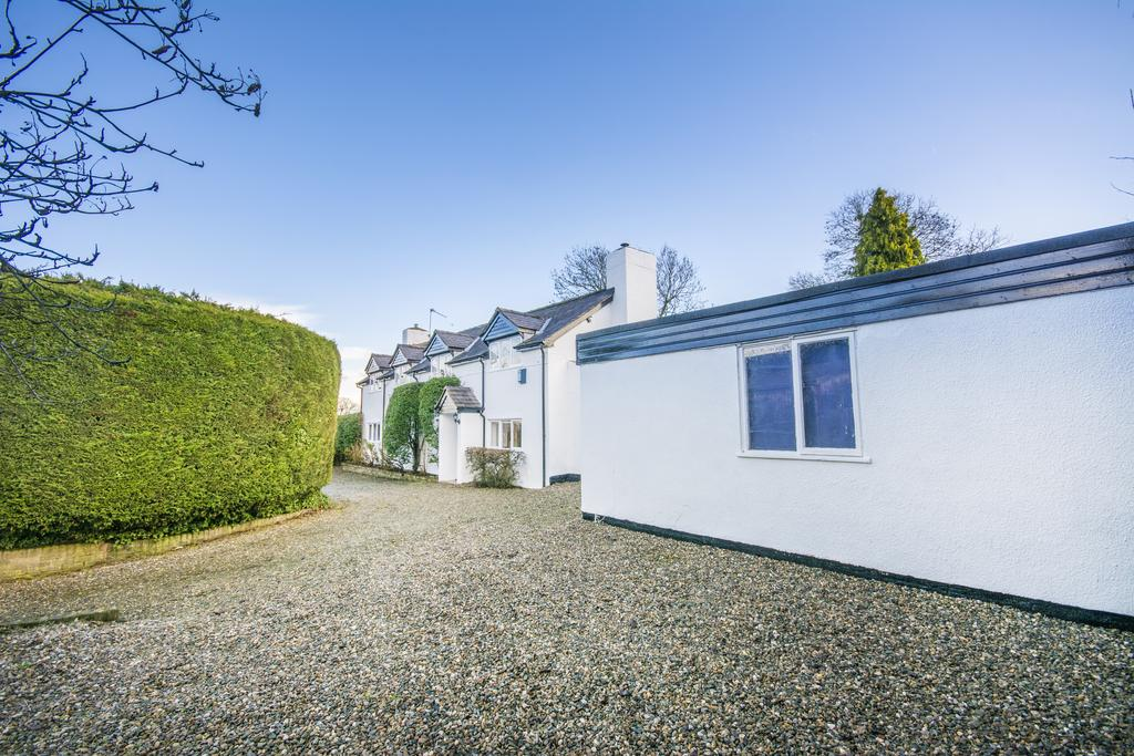 4 Bedrooms Detached House for sale in Street Dinas, Overton Road, St. Martins, Oswestry SY11