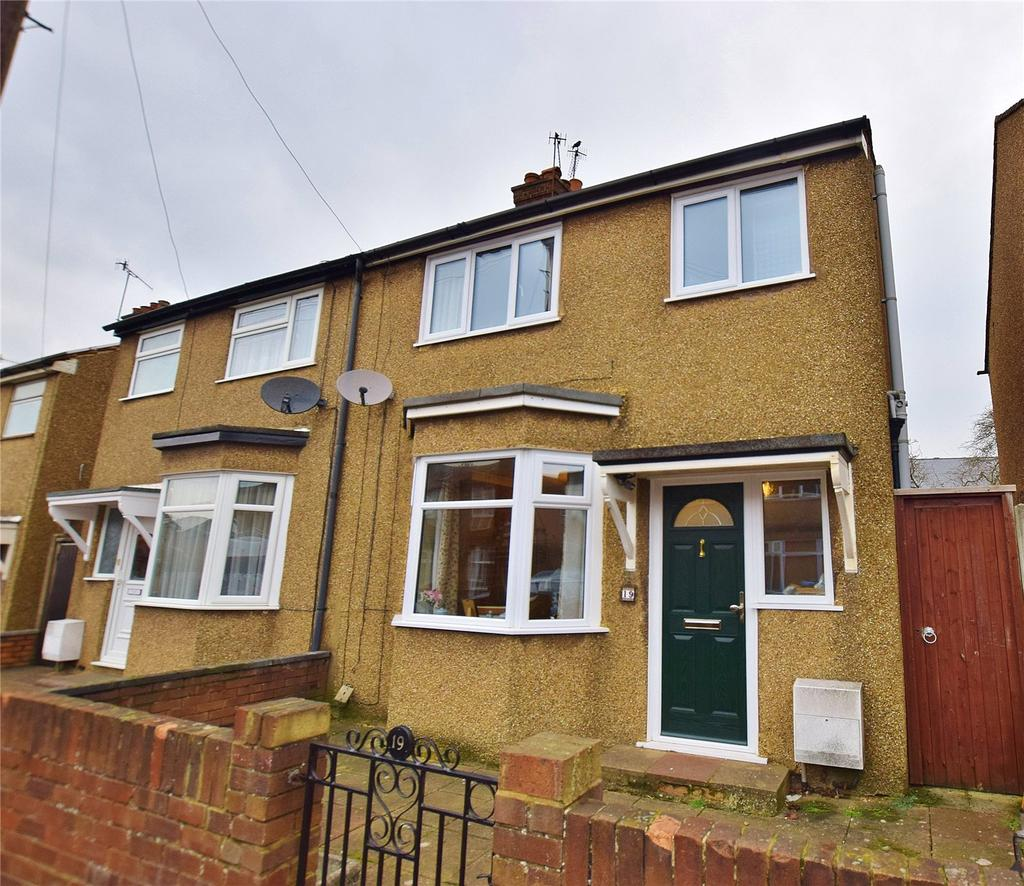 3 Bedrooms Semi Detached House for sale in William Street, Bushey, Hertfordshire, WD23