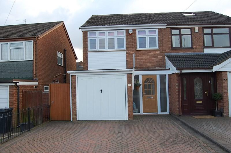 2 Bedrooms Semi Detached House for sale in Lea Green Avenue, Foxyards, Tipton