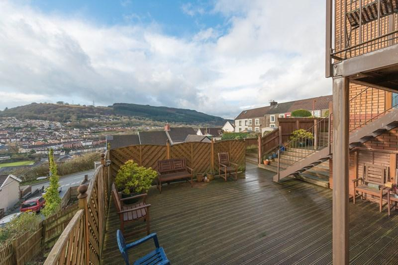 4 Bedrooms Detached House for sale in Ridgeway Close, Graigwen, Pontypridd