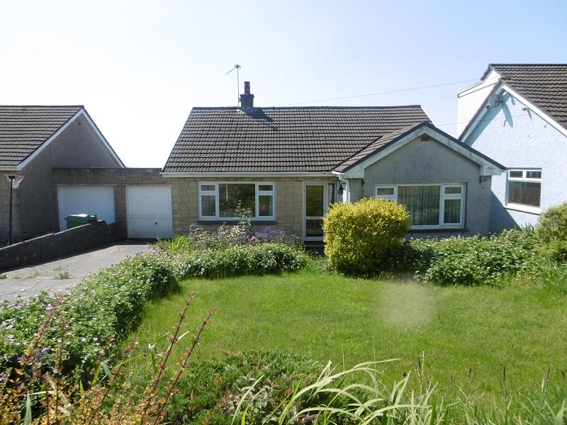 3 Bedrooms Bungalow for sale in Cae Garn , Heol-y-cyw, Bridgend, Bridgend.