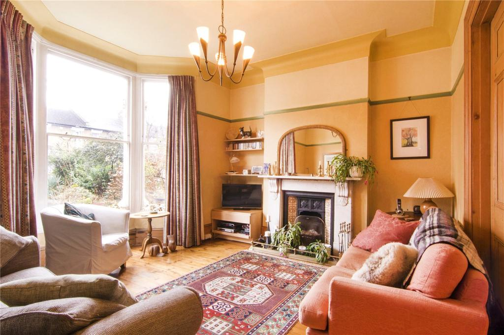 4 Bedrooms Semi Detached House for sale in Osborne Road, London, E7