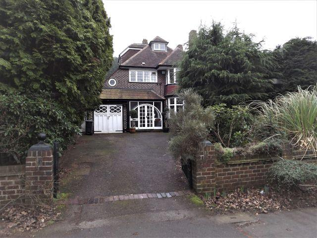 4 Bedrooms Detached House for sale in Monmouth Drive,Sutton Coldfield,West Midlands