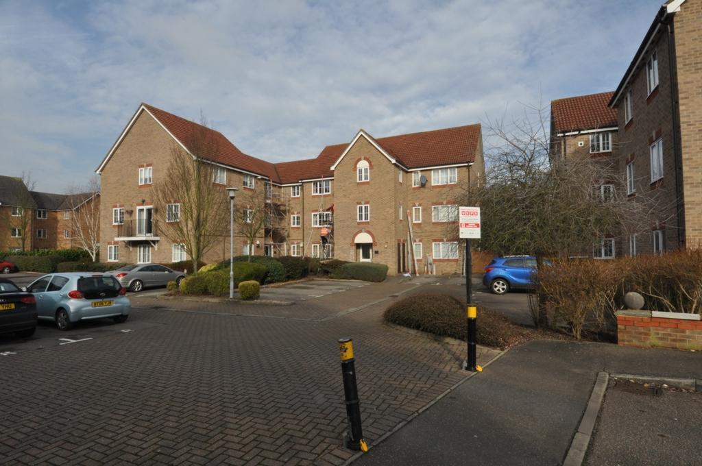 2 Bedrooms Flat for sale in Osprey Road, Waltham Abbey, EN9