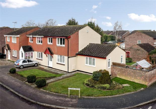 3 Bedrooms Semi Detached House for sale in Laxton Avenue, Hardwick, Cambridge