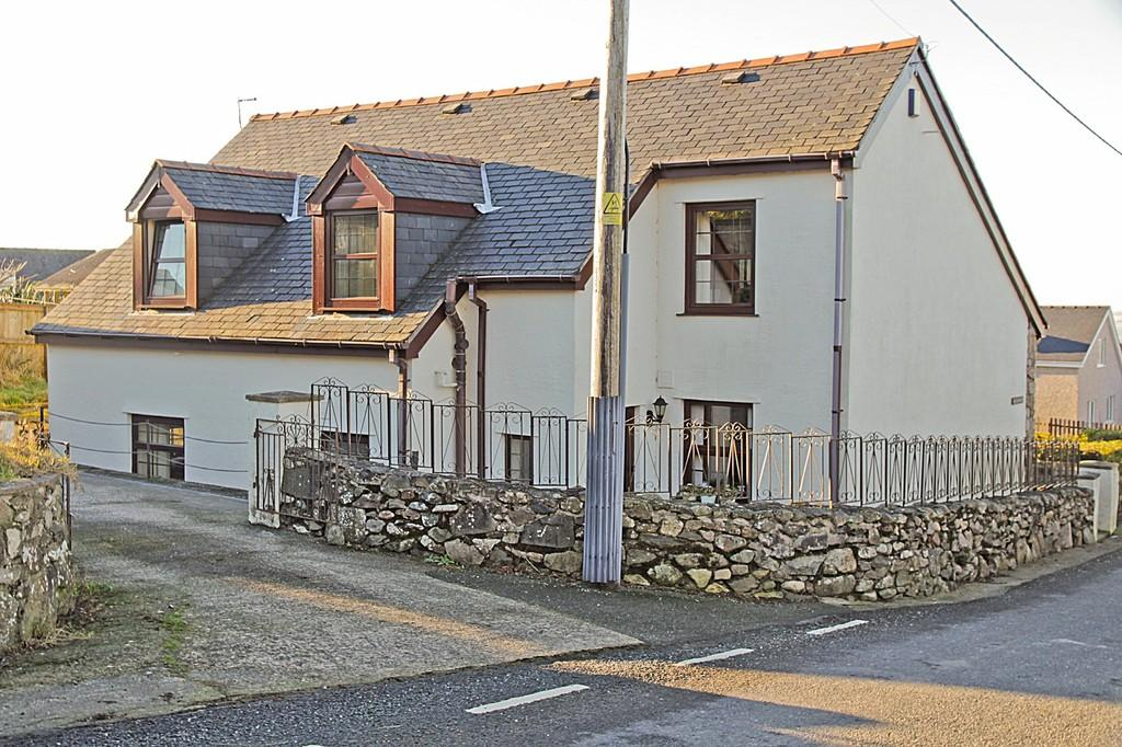4 Bedrooms Detached House for sale in Cil Llidiart, Rhostryfan, North Wales