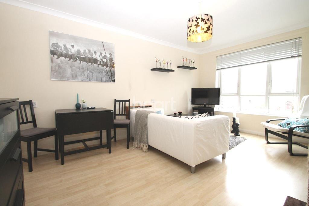 1 Bedroom Flat for sale in Aidan Close, Dagenham