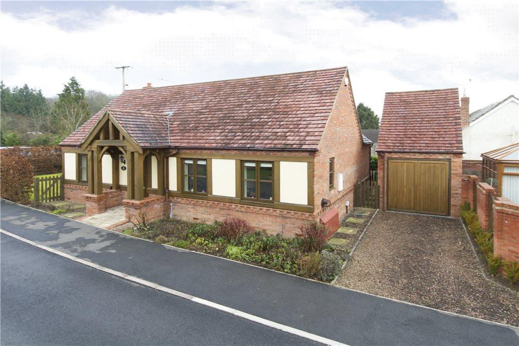 2 Bedrooms Detached Bungalow for sale in Park Crescent, Dormston, Worcestershire, WR7